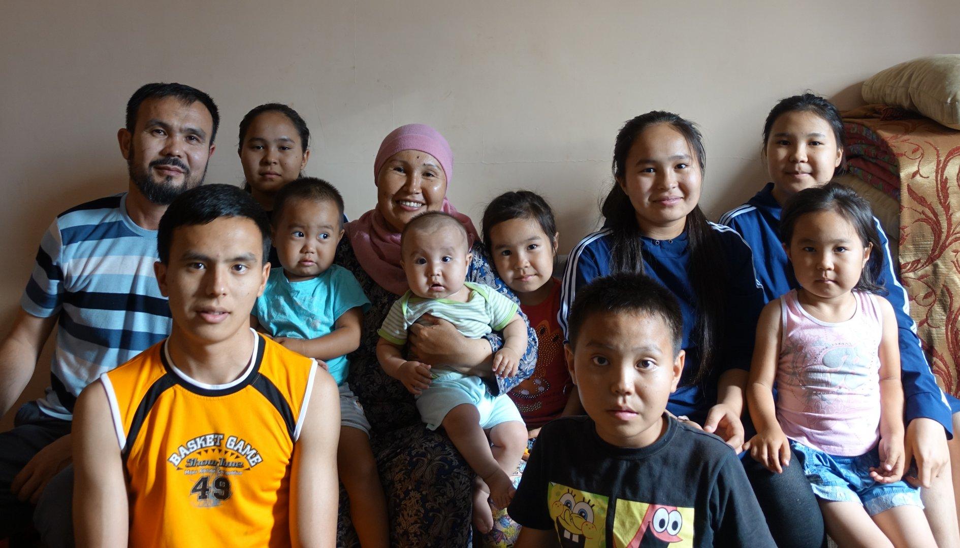 Власти Астаны поддержат многодетные и малообеспеченные семьи
