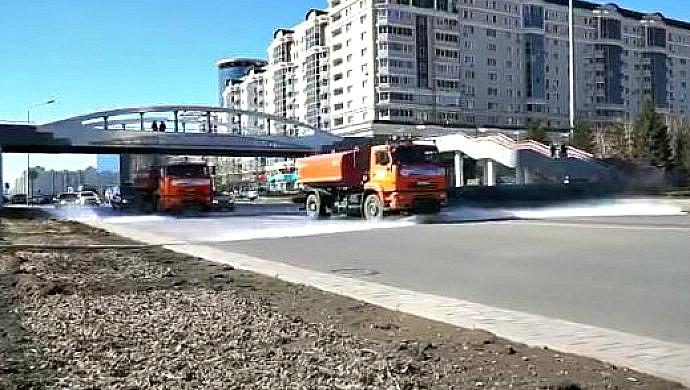 В столице Казахстана дороги моют шампунем