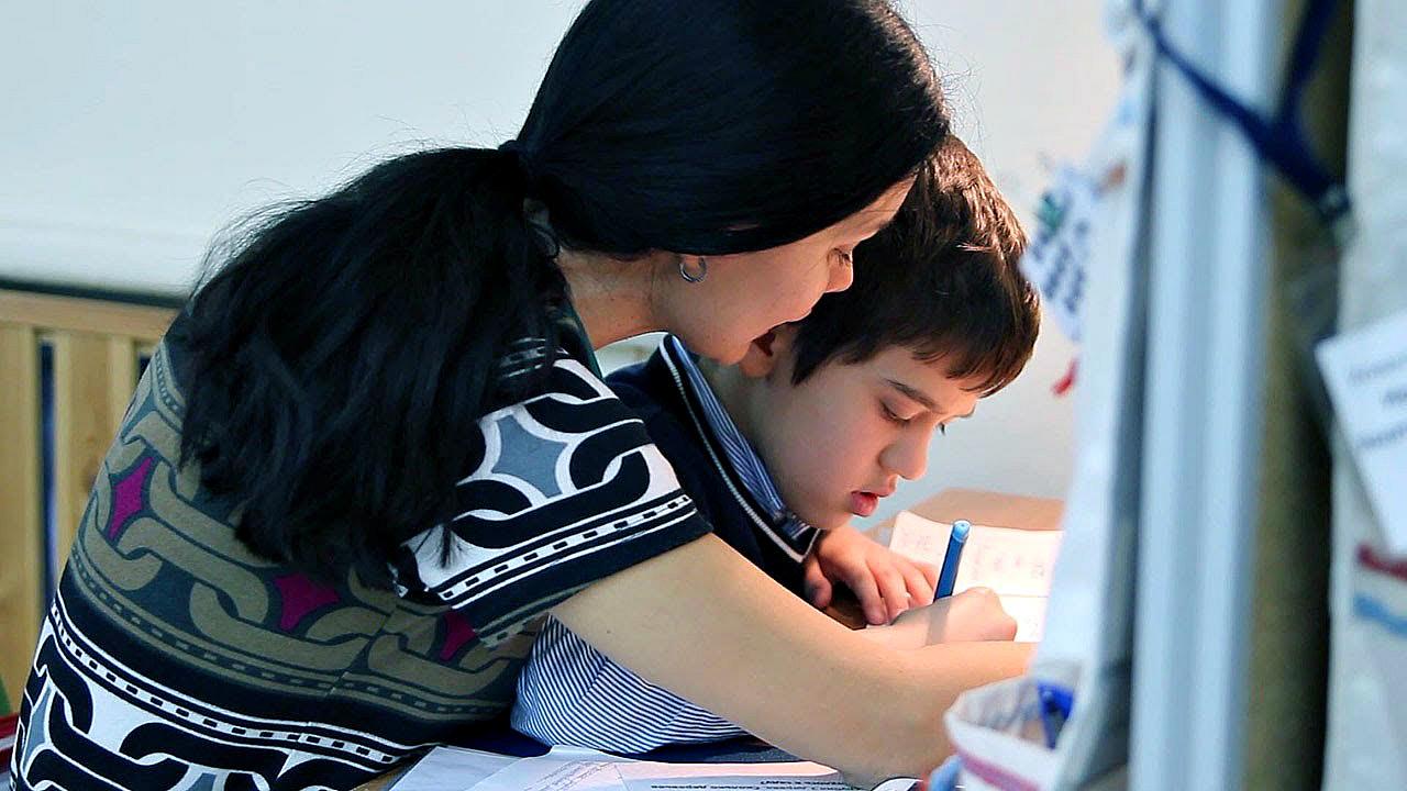 Президент РК и Аружан Саин обсудили проблемы особенных детей