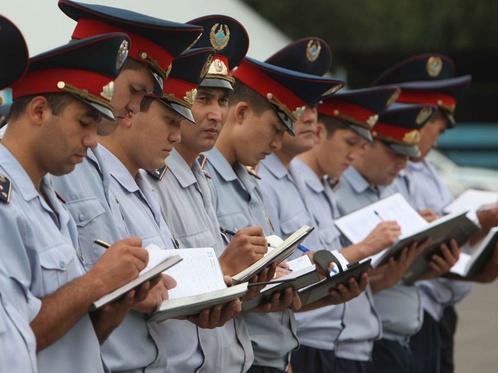 Столичная полиция ищет парней с умной головой и крепкими мышцами