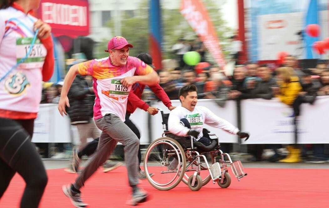 Спортсмены из Узбекистана и РФ стали победителями на основной дистанции «Алматы Марафона»