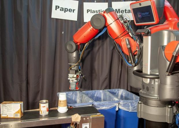 Американские ученые научили робота сортировать мусор