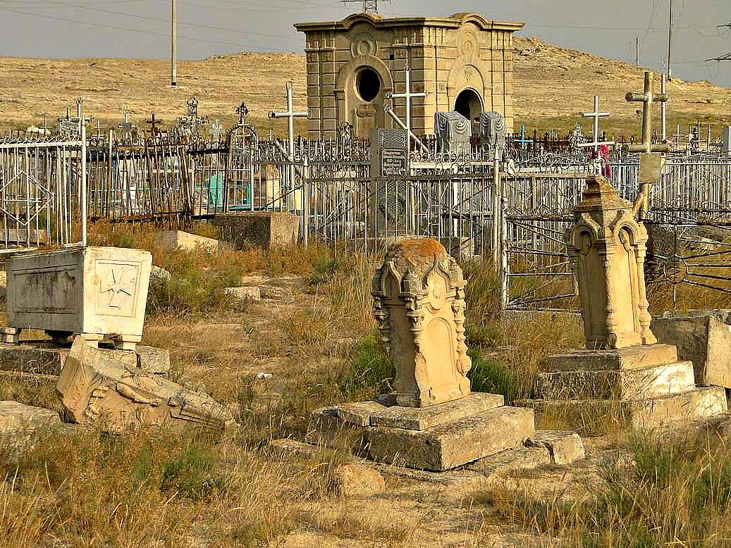 В Актау работники кладбища продавали чужие могилы