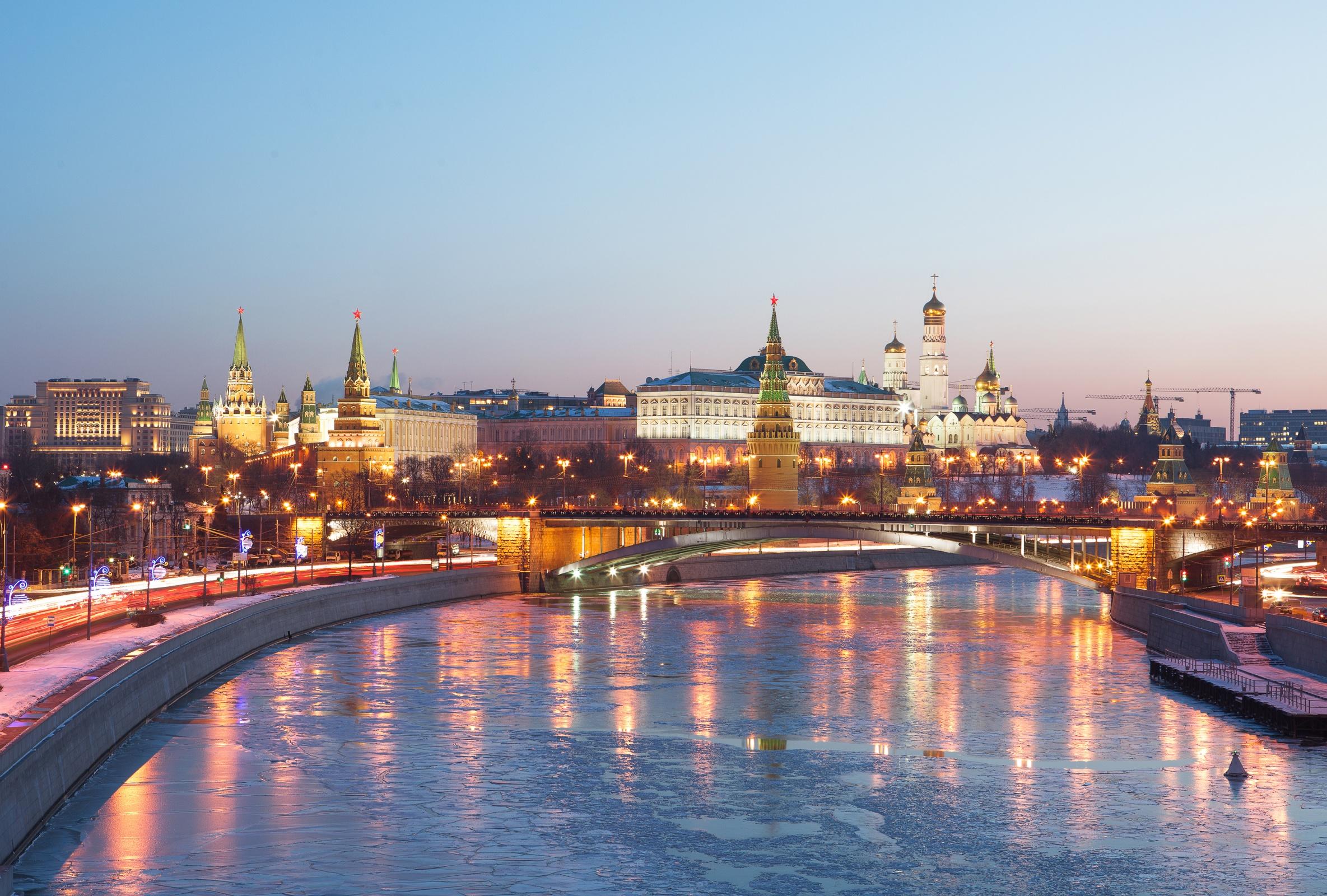 Ержан Максим вместе с родителями переезжает в Москву