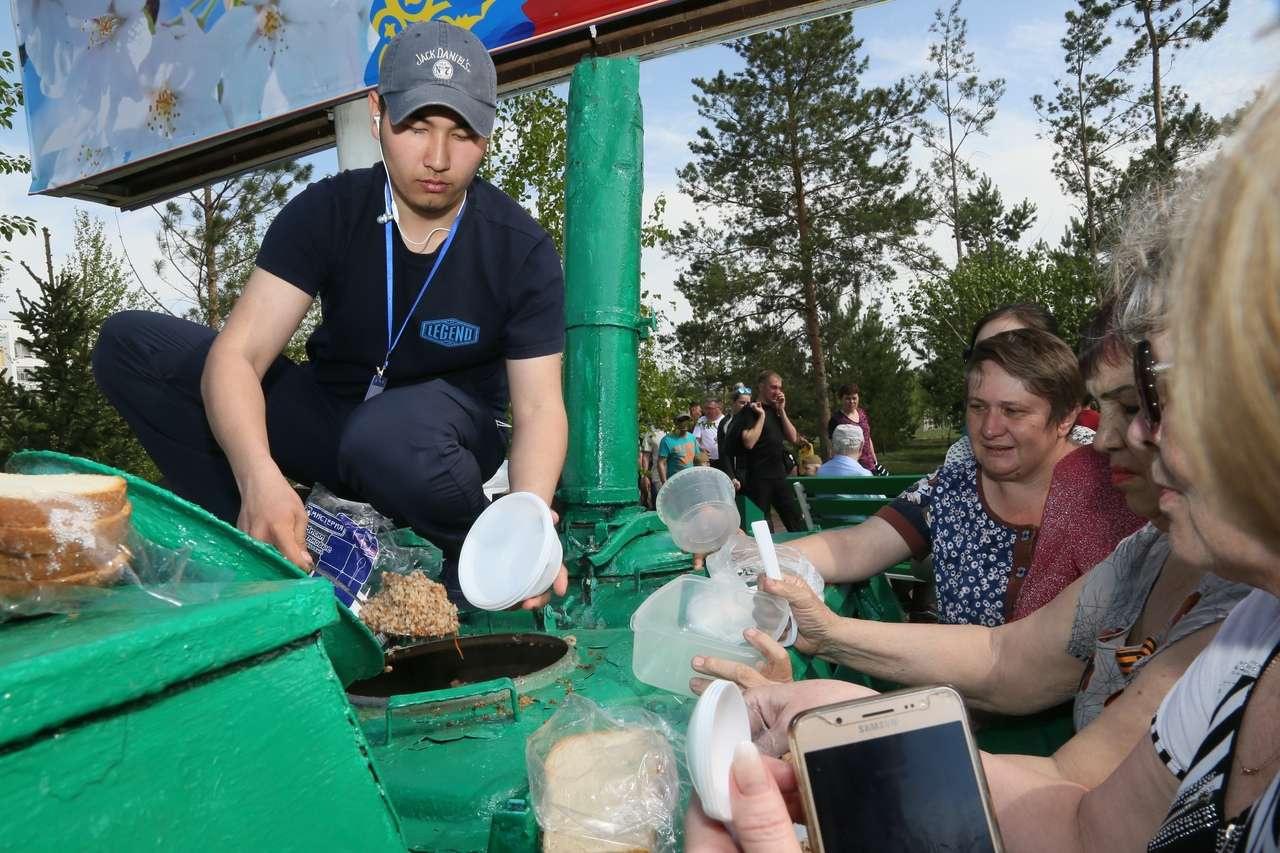 Как жители Казахстана отметили День Победы: Фотообзор