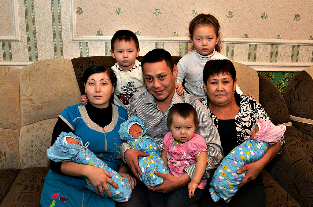В РК запускают новый телепроект, который благоустроит дома многодетных семей