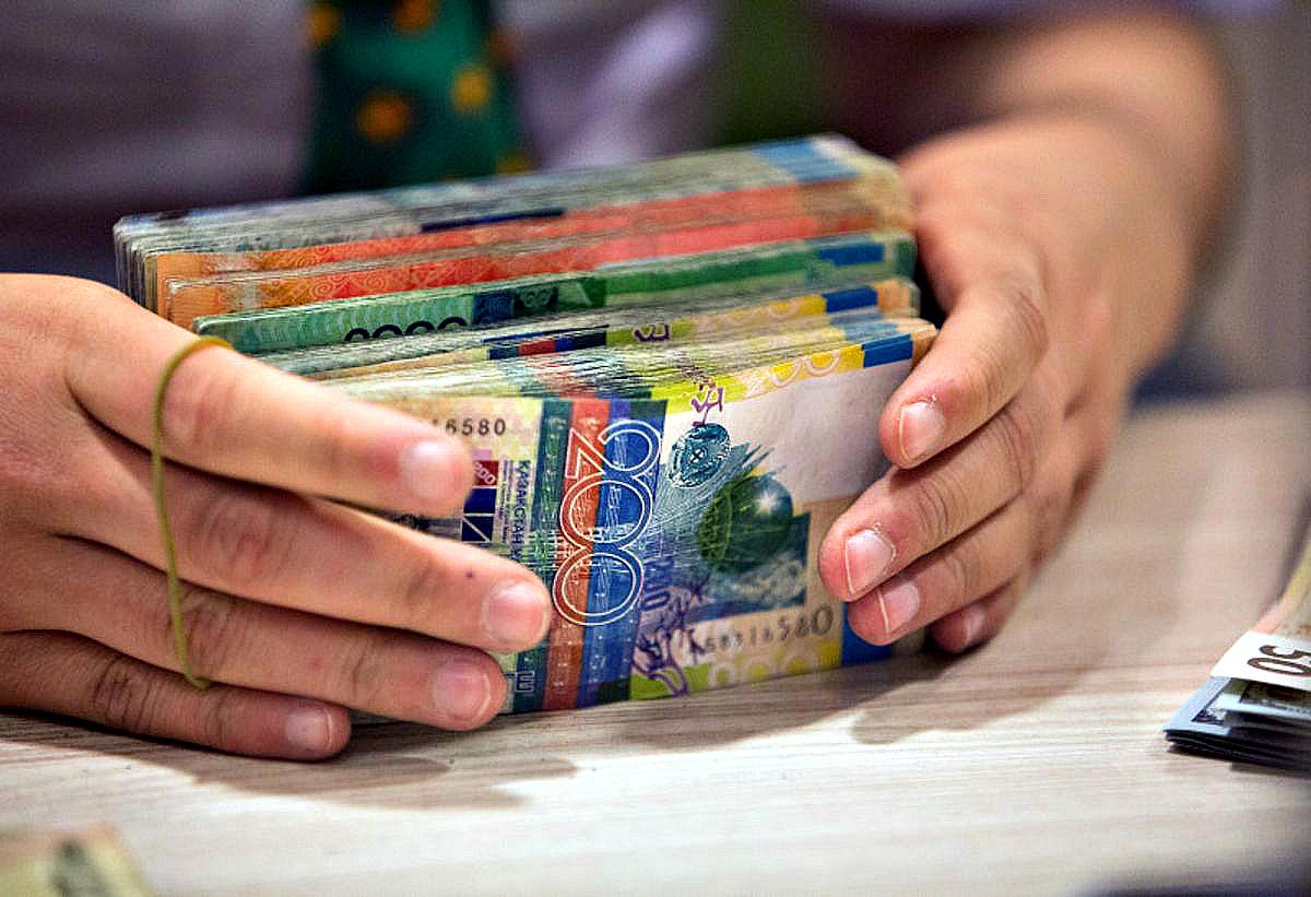Закредитованность казахстанцев растёт, а уровень сбережений снижается