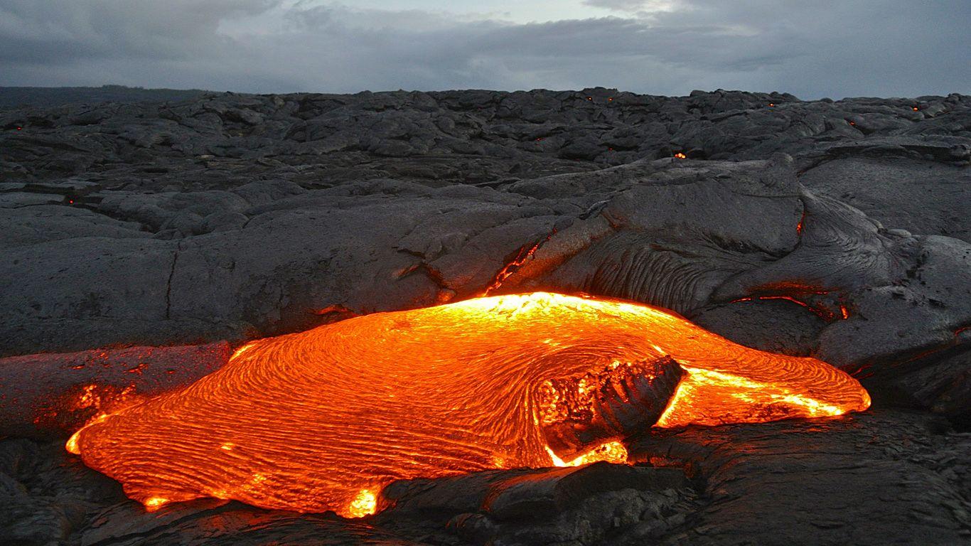 Чудом выжил: На Гавайях человек упал в кратер вулкана Килауэа