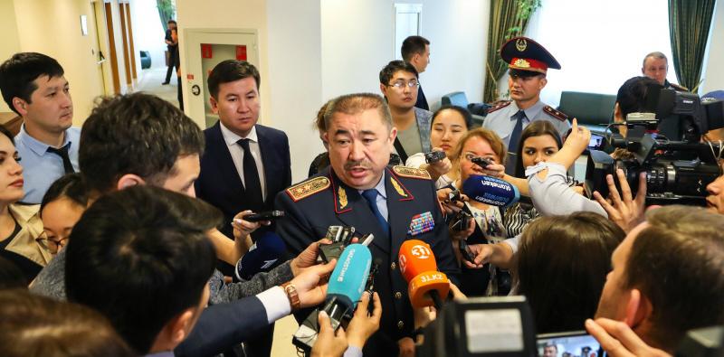 Глава МВД: Более 300 полицейских пострадало на митингах в Алматы и Нур-Султане