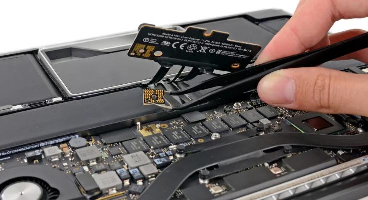 Что делать если макбук начал самопроизвольно выключаться, как починить