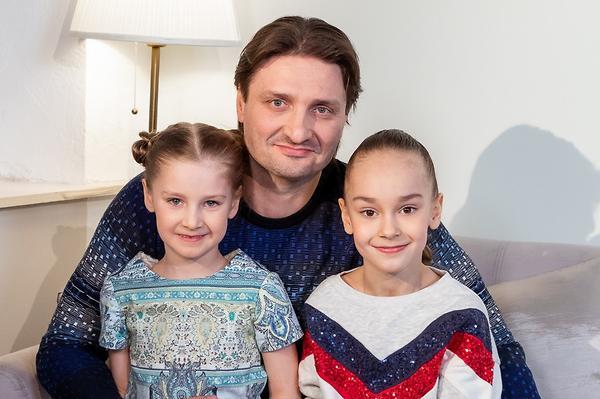 2020: звездные родители, отправившие наследников первый раз в первый класс